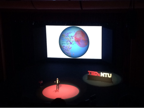 这是去年TEDxNTU,许多大牛来学校演讲,非常震撼